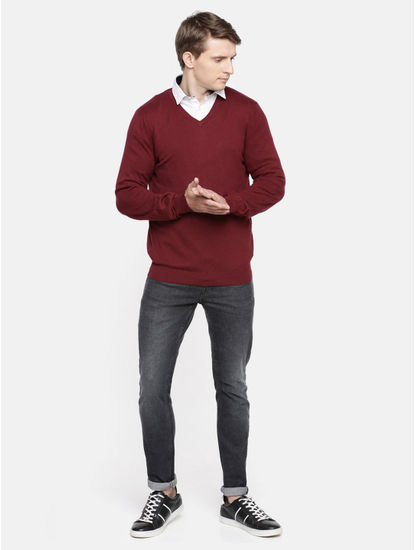 Maroon Solid Straight Fit Sweater