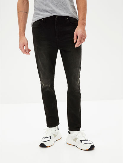 Black Solid Carrot Fit Jeans