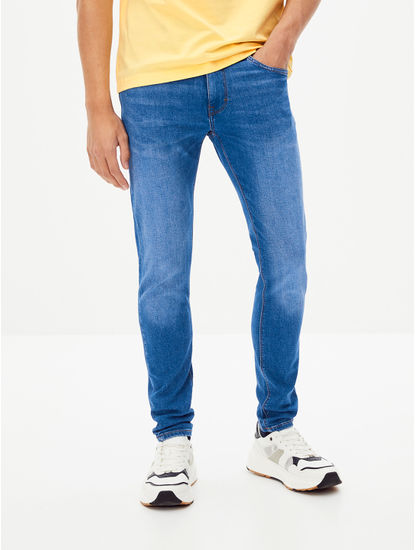 Blue Solid Skinny Fit Tapered Jeans