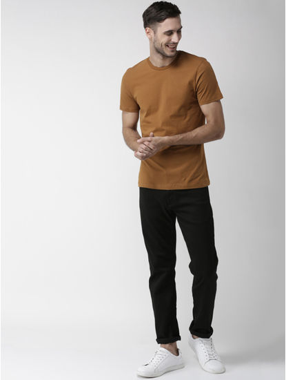 Brown Solid Straight Fit T-Shirt